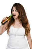 Femme ouvrant une bière Photo stock