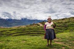 Femme péruvienne près de Maras, vallée sacrée, Pérou Photographie stock libre de droits