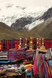 Femme péruvienne vendant les articles faits main Photographie stock libre de droits