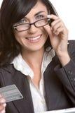 Femme par la carte de crédit Photo stock
