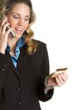 Femme par la carte de crédit Photographie stock libre de droits