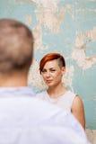 Femme par le mur Images libres de droits