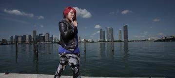 Femme par les docks Photos libres de droits