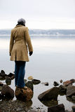 Femme par Ocean photographie stock