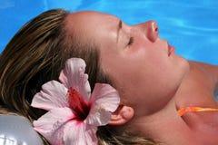 Femme par Pool Photographie stock