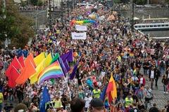 Femme participant à la fierté de Prague - une grande fierté gaie et lesbienne Photographie stock libre de droits