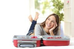 Femme pensant et préparant un voyage Photographie stock