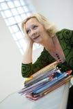 Femme pensive d'affaires   Photographie stock libre de droits