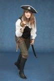 Femme - pirate de mer avec le sabre et le pistolet images libres de droits