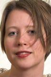 Femme plein d'assurance avec le cheveu soufflé par vent Images stock