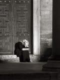 Femme pleurant avec le foulard Images libres de droits