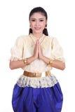 Femme portant le respect thaïlandais typique de salaire de robe images libres de droits