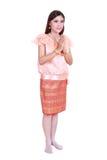 Femme portant le respect thaïlandais typique de salaire de robe d'isolement sur b blanc photographie stock