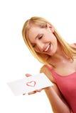 Femme portant une lettre d'amour Image libre de droits