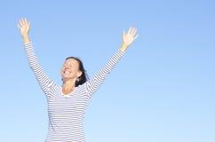 Femme positif relaxed amical de verticale Image libre de droits