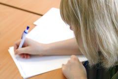 Femme prenant des notes Photographie stock libre de droits