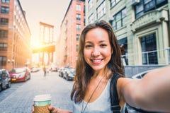 Femme prenant le selfie Photos stock
