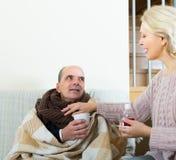 Femme prenant soin de patient supérieur images stock