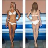 Femme prenant un bain de soleil dans le solarium Photo stock