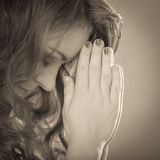 Femme priant à un dieu Jésus Foi de religion images libres de droits