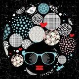 Femme principale noire avec la coupe de cheveux étrange. Photo libre de droits