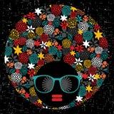Femme principale noire avec les cheveux étranges. illustration stock