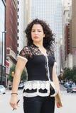 Femme puissant dans une ville photos libres de droits