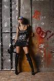 Femme punk avec le fusil Images stock