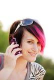Femme punk sur le téléphone portable Images stock