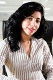 Femme réussi d'affaires au bureau Photo stock