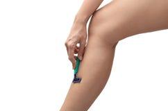 Femme rasant des cheveux sur la jambe Images stock
