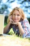 Femme regardant fixement dans l'espace Photographie stock
