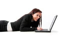 Femme Relaxed d'affaires avec l'ordinateur portatif Images libres de droits