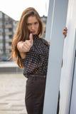 Femme renonçant à des coups Photo stock