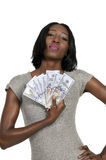 Femme retenant 100 billets d'un dollar image stock