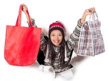 Femme retenant des sacs à provisions Photographie stock libre de droits