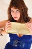 Femme retenant la BG Photographie stock libre de droits