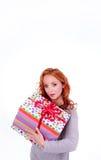 Femme retenant la boîte-cadeau Image libre de droits