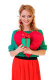 Femme retenant le coeur de Valentines Images stock