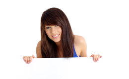 femme retenant le panneau blanc vide Photos stock