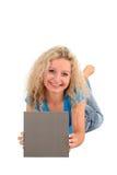 Femme retenant le signe blanc Photo stock
