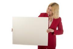 Femme retenant le signe blanc Images stock