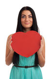 Femme retenant le signe de coeur de jour de Valentines Photos libres de droits