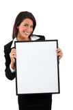 Femme retenant un panneau blanc Photo stock