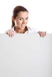 Femme retenant un panneau-réclame photo stock