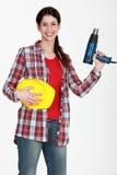 Femme retenant un tournevis électrique Photos libres de droits