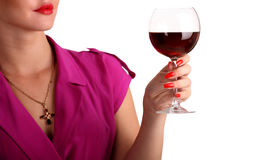 Femme retenant une glace de vin rouge Images stock