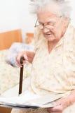 Femme retirée par aîné Image libre de droits