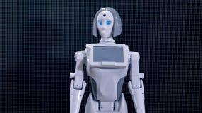 Femme robotique entreprenant des démarches avec sa tête 4K