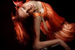 Femme rouge de cheveu photographie stock